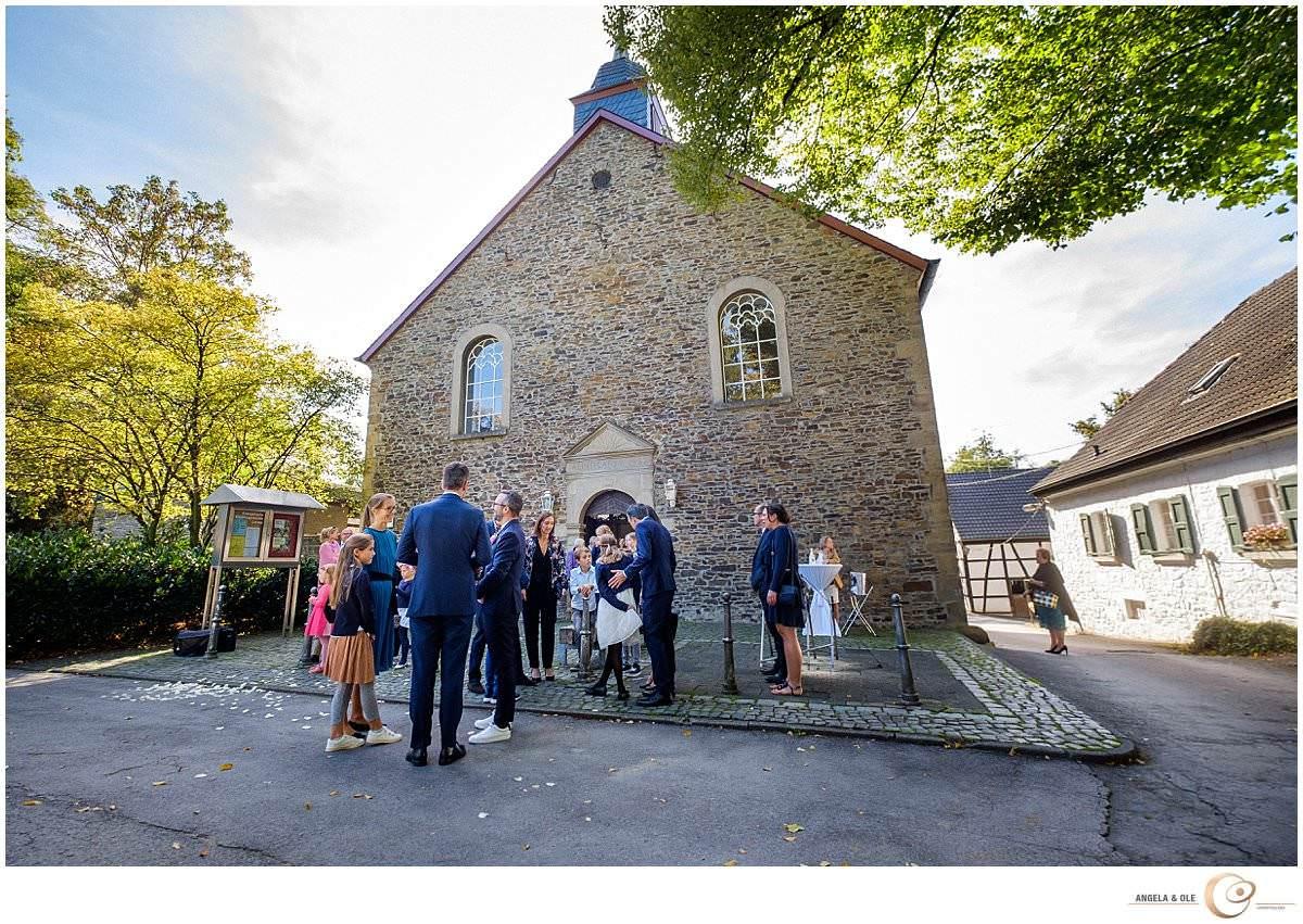 hochzeit auf schloss linnep - Hochzeitskapelle - hochzeitsfotograf nrw, bonn, Köln und duesseldorf